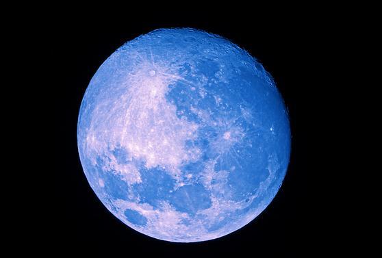 做中秋节的主角蓝月亮二度携手央视独家冠名中秋晚会