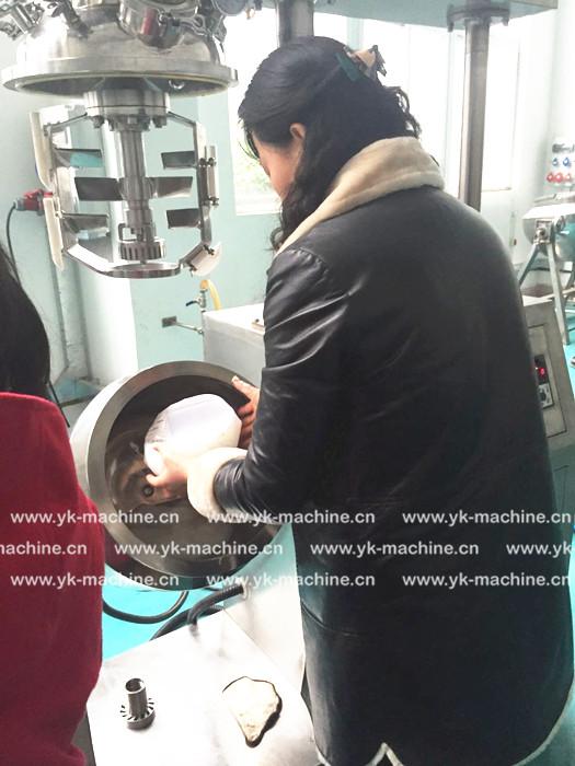 无锡中医院到意凯进行活络膏乳化机及单灌机试机!