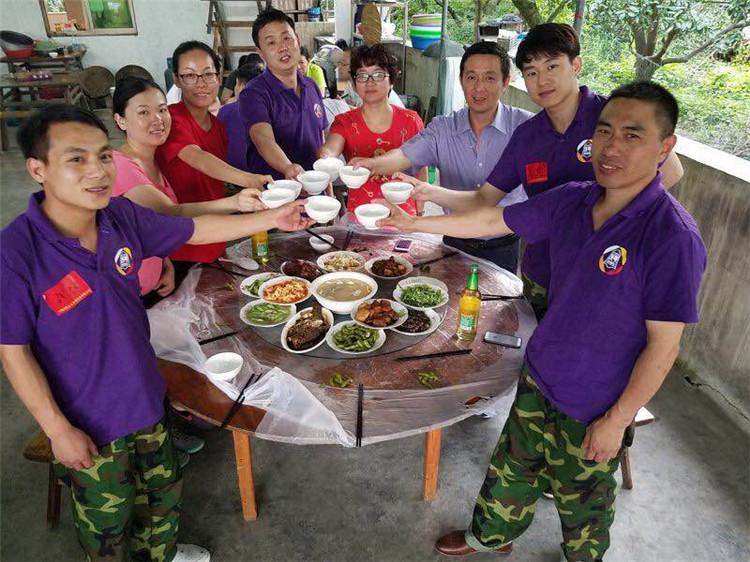 意凯组织中层管理人员参加培训-晚饭 (2)