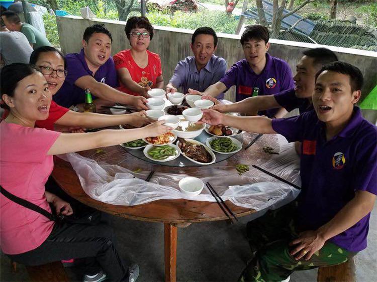 意凯组织中层管理人员参加培训-晚饭