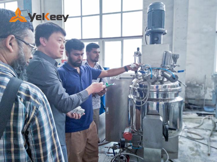 孟加拉客户验货乳化机