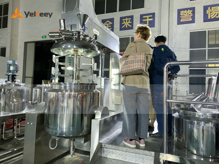 哈萨克斯坦客户考察乳化机1